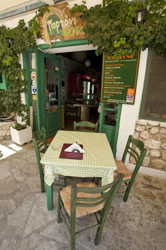 gr_taverna_1_lores