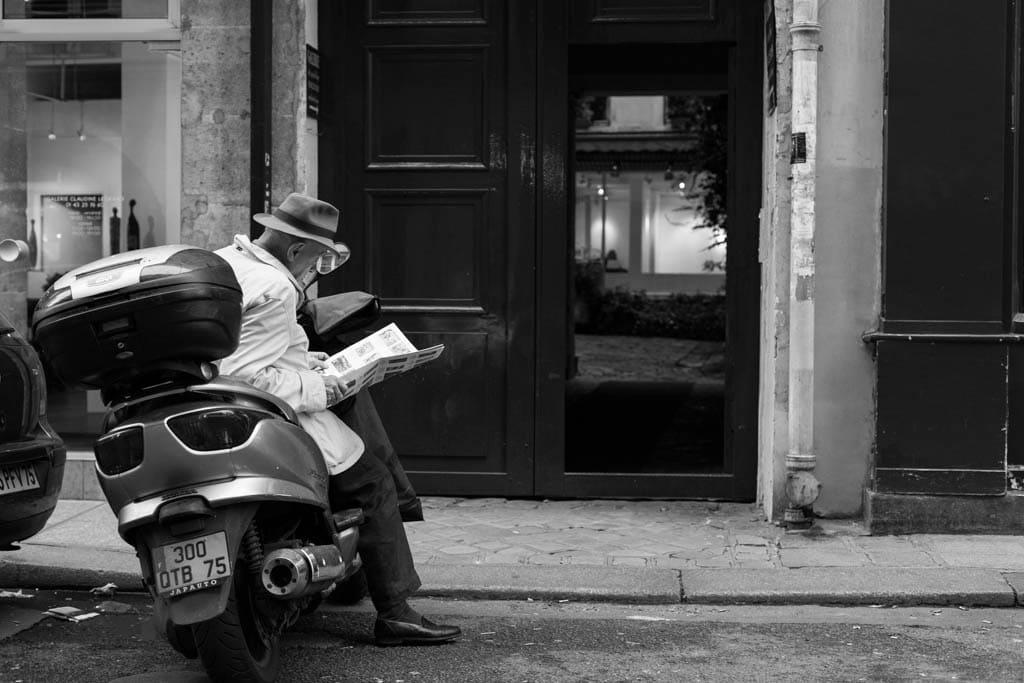 Le vieille homme cititeur | Saint-Germain-des-Prés, Paris, 16/10/2014