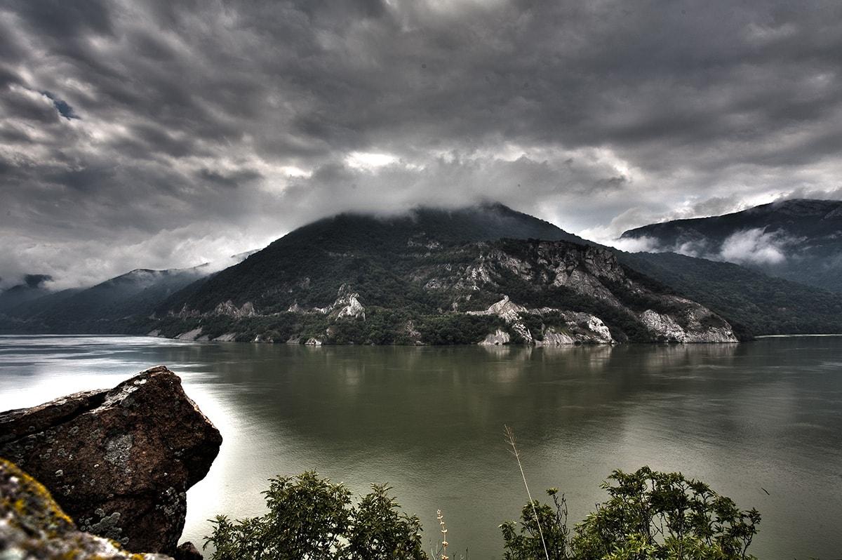 Clisura Dunarii - malul sârbesc